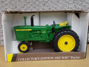 """VINTAGE DIECAST--HESS DUMP TRUCK w// LOADER--2008 EDITION-1//18 SCALE-10 1//2/"""" LONG"""